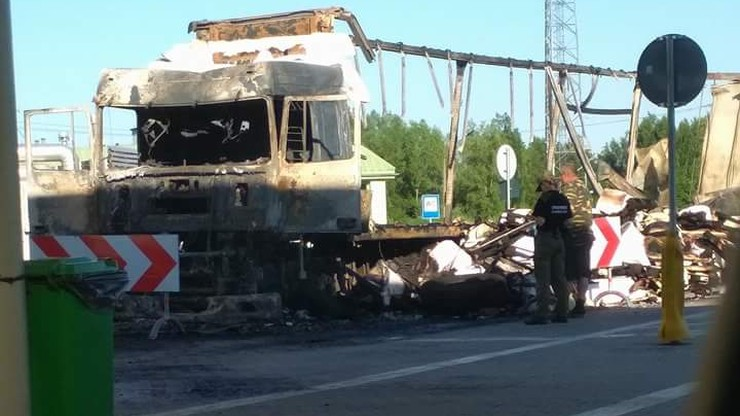 Rosyjska ciężarówka z ładunkiem celulozy spłonęła doszczętnie w Bezledach