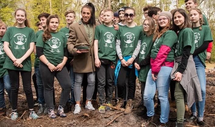 Wśród gości sadzących las była Joanna Jędrzejczyk, zawodniczka światowego MMA