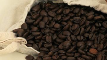 Karuzela VAT w obrocie kawą. Fałszywe faktury na łączną kwotę ponad 10 mln zł