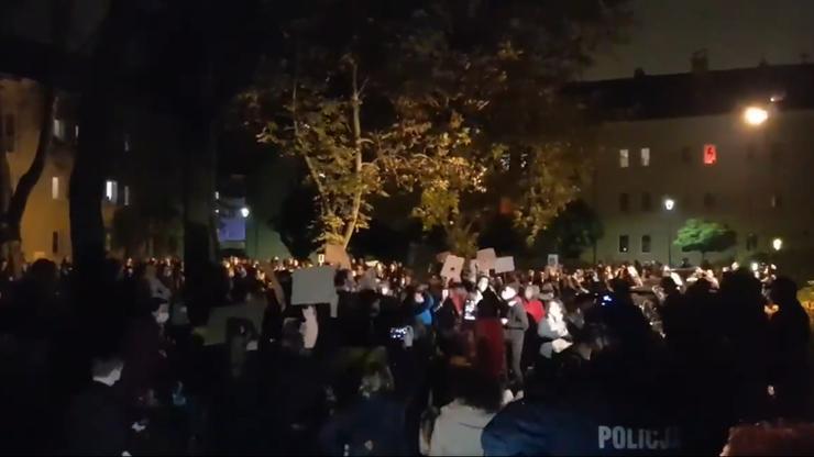"""Protest przed domem Krystyny Pawłowicz. """"Terroryści"""""""